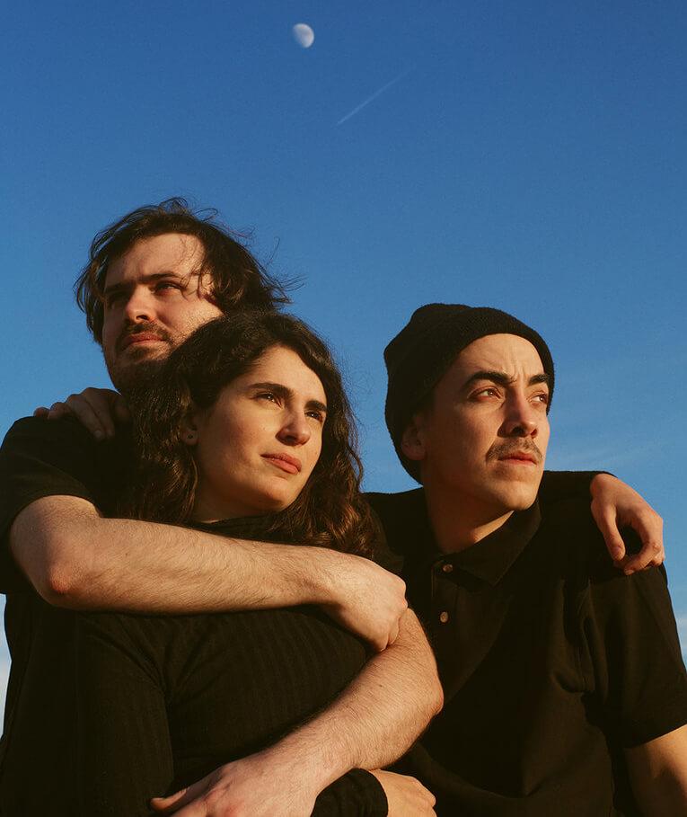 Estruç és el trio de rock olotí-barceloní format per l'Ota Quílez, el Joel Santaeulària i el Marià Codina.
